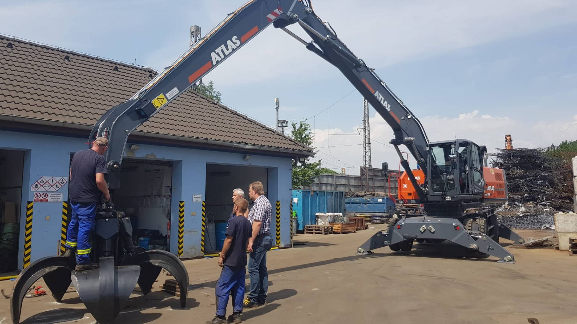 RECYCLING - kovové odpady company has purchased 2 ATLAS material handlers from our company